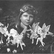 Cottingley_Fairies_1